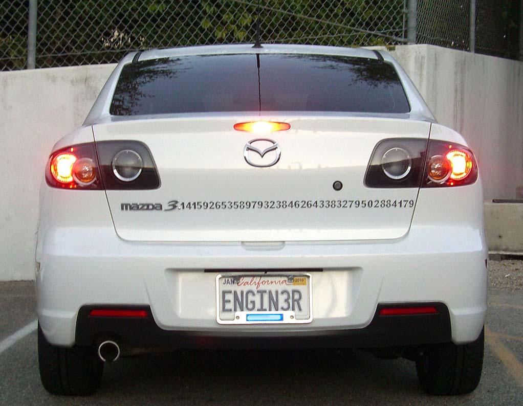1024px-Mazda3-pi