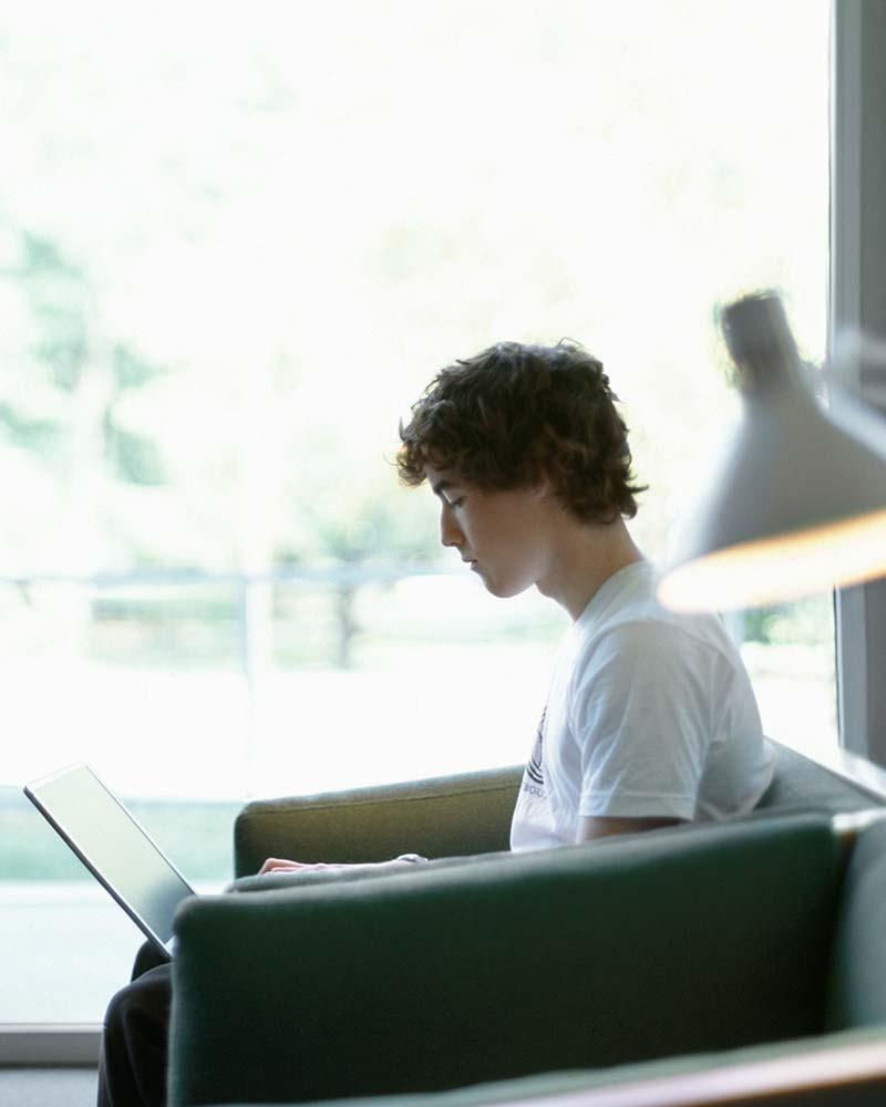 Tertiary-student-studies-online-by-himself.jpg