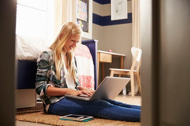 Blonde-girl-studying.jpg