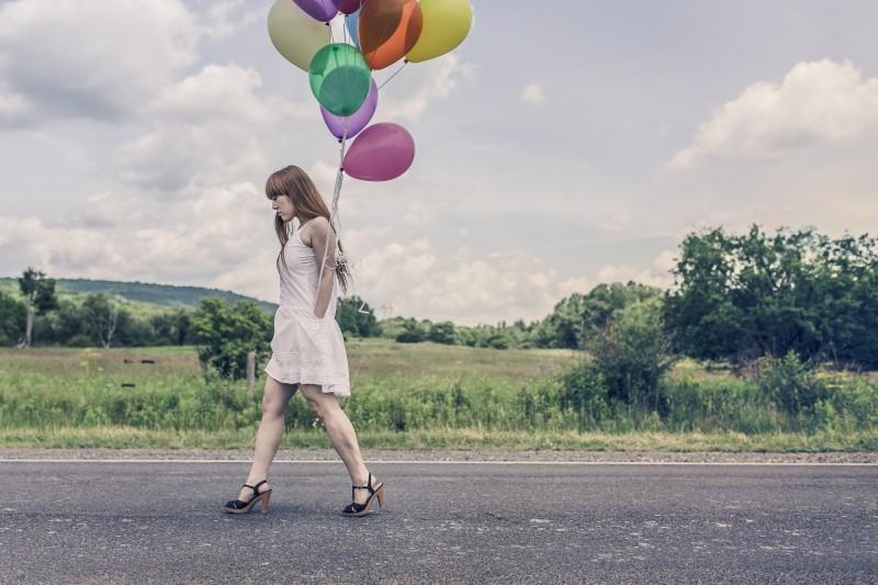 woman-street-walking-girl_1_1.jpg